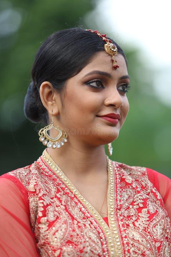 Olhar nupcial da menina indiana fotografia de stock royalty free