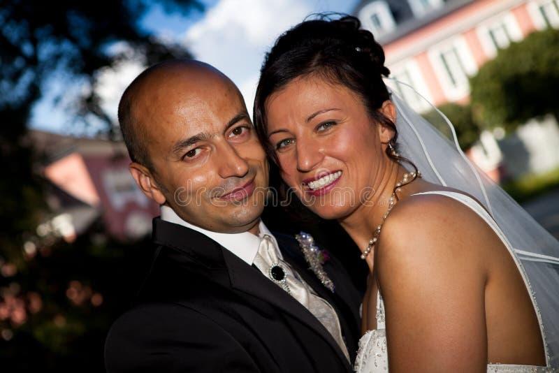 Olhar turco do casamento do céu azul imagens de stock
