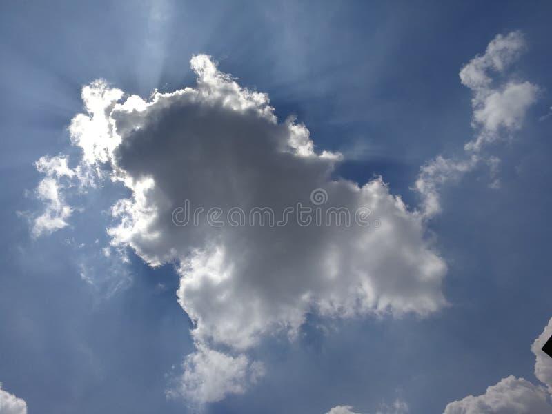 Olhares como um desenho no céu foto de stock