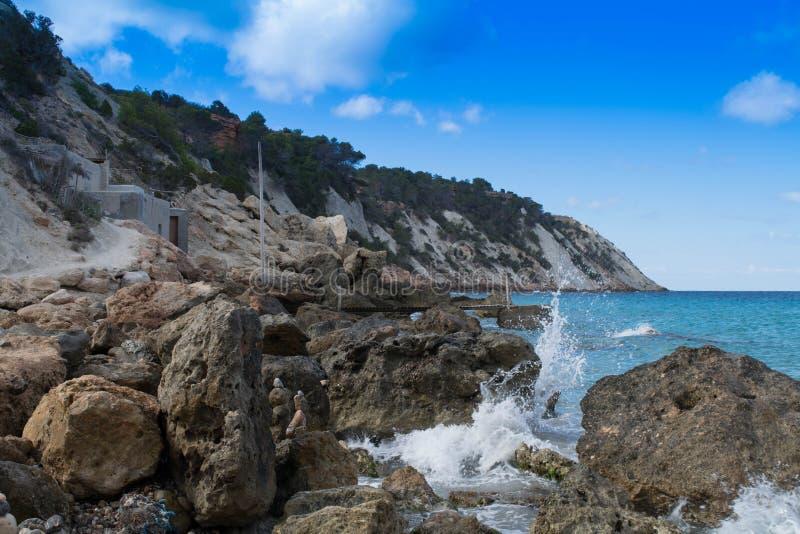 Olhe em uma baía na ilha de Ibiza imagens de stock