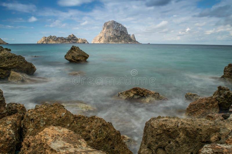 Olhe em uma baía na ilha de Ibiza fotos de stock royalty free
