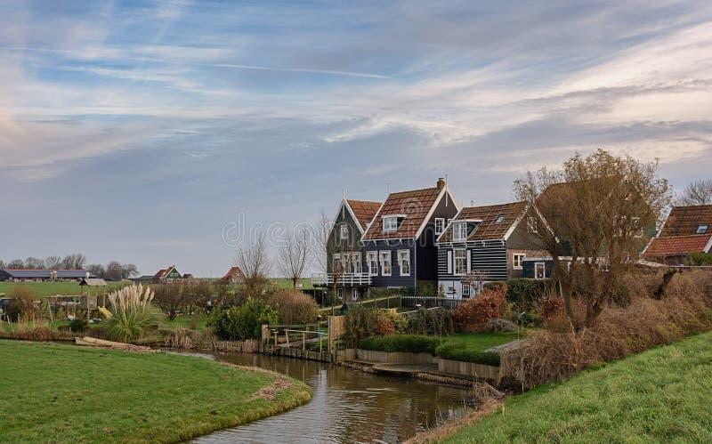Olhe uma aldeola na ilha Marken, Países Baixos imagem de stock royalty free