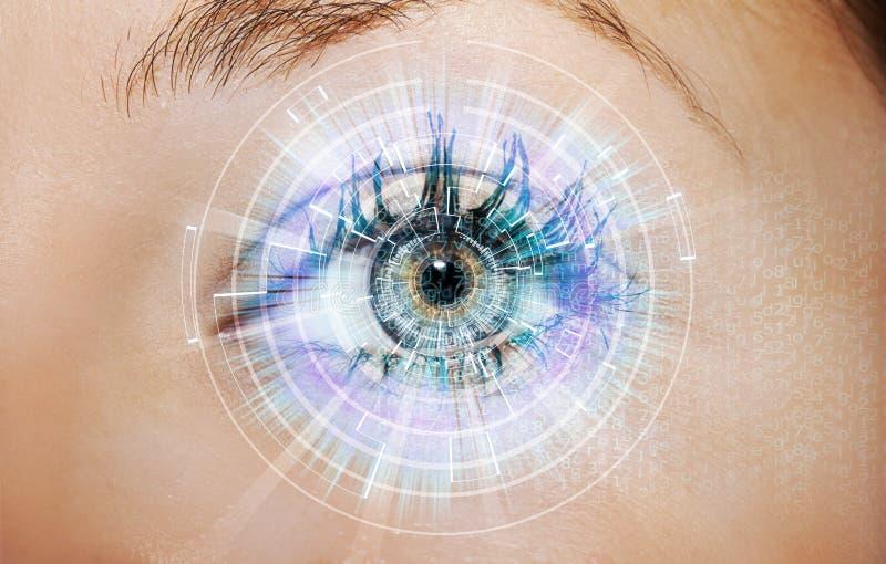 Olho abstrato com círculo digital Ciência futurista da visão e conceito do indentification fotos de stock royalty free