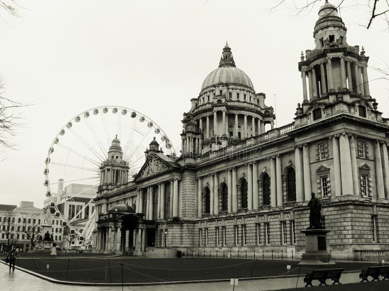 Olho de Belfast, cidade salão de Ireland imagens de stock