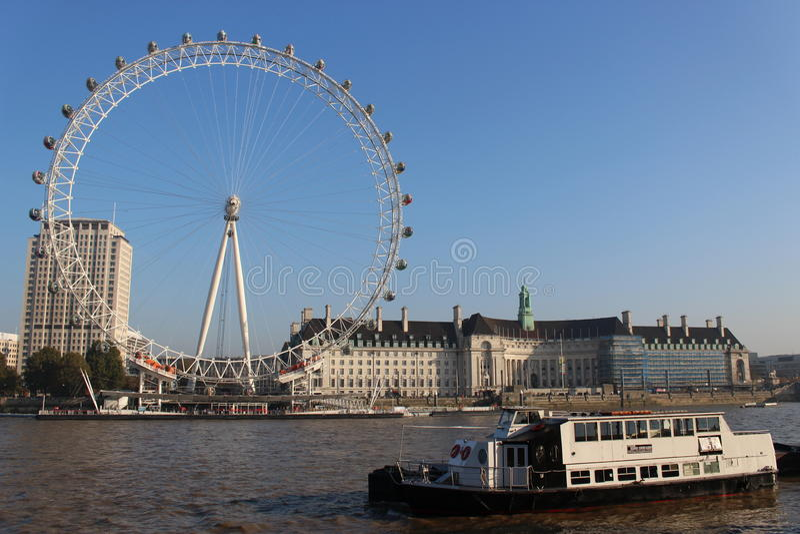 Olho de Londres e rio Tamisa fotos de stock royalty free