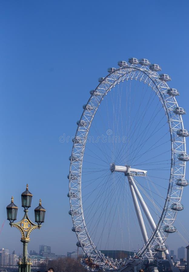 Olho de Londres em Londres Céu limpo da manhã foto de stock
