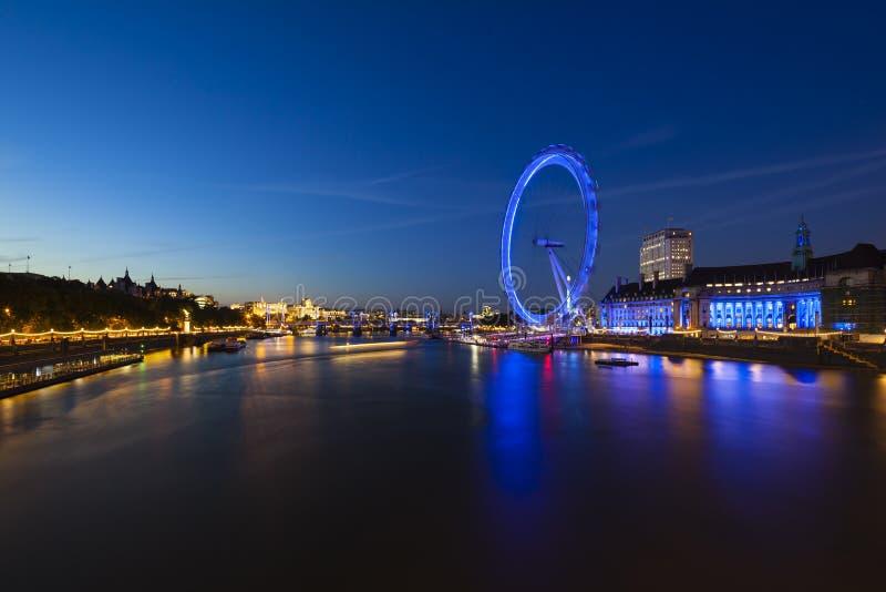 Olho de Thames River e de Londres na noite fotografia de stock