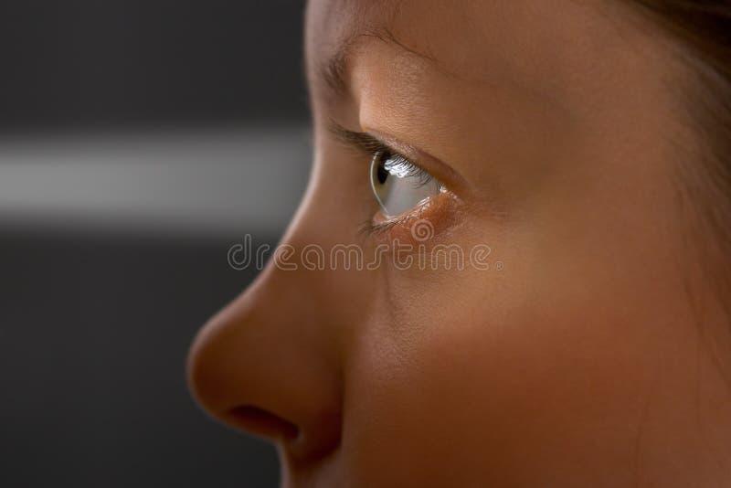 Olho e luz da mulher imagens de stock royalty free
