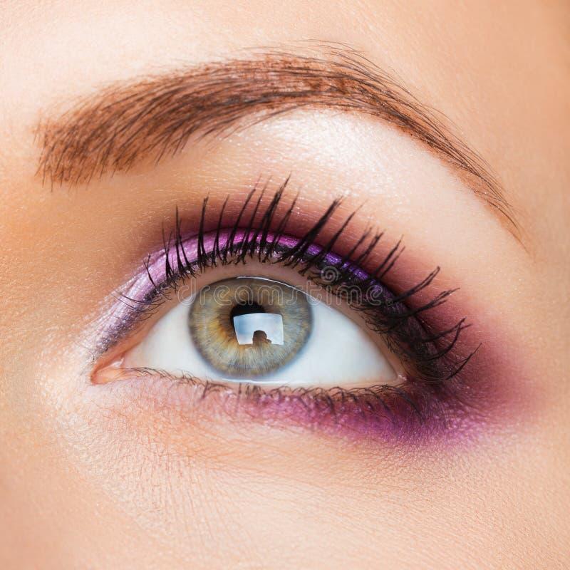 Olho efeminado bonito com composição glamoroso fotografia de stock royalty free
