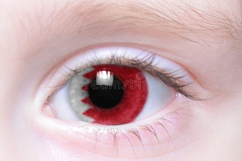 Olho humano com a bandeira nacional de Barém imagem de stock royalty free