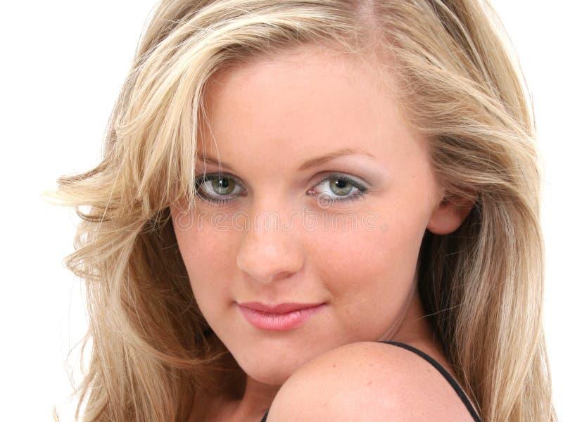 Olhos côr de avelã adolescentes atrativos de cabelo louro da menina fotografia de stock royalty free