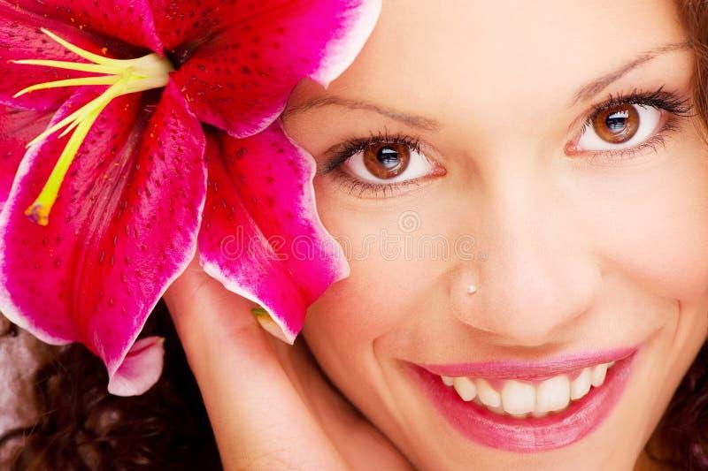 Olhos e flor da mulher fotos de stock royalty free