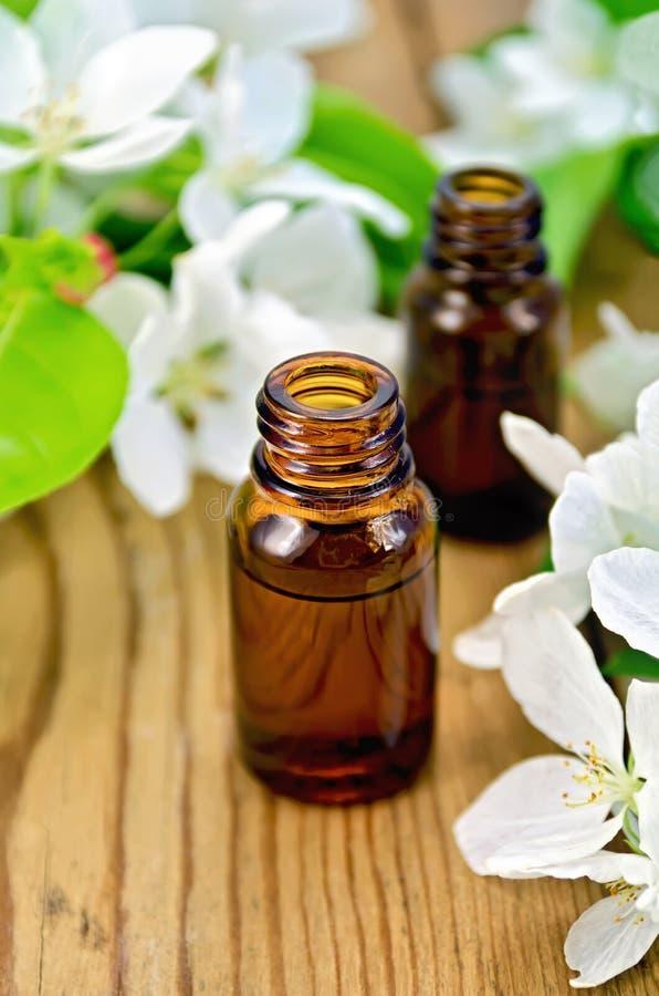 Olie aromatisch met bloemen van appel royalty-vrije stock afbeelding