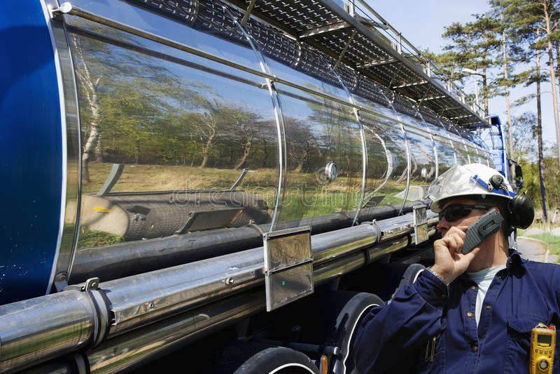 Olie en brandstofvrachtwagenvervoer royalty-vrije stock foto's