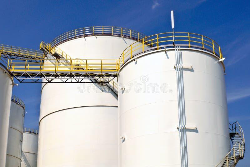 Olie en chemische depot en opslagtanks stock fotografie