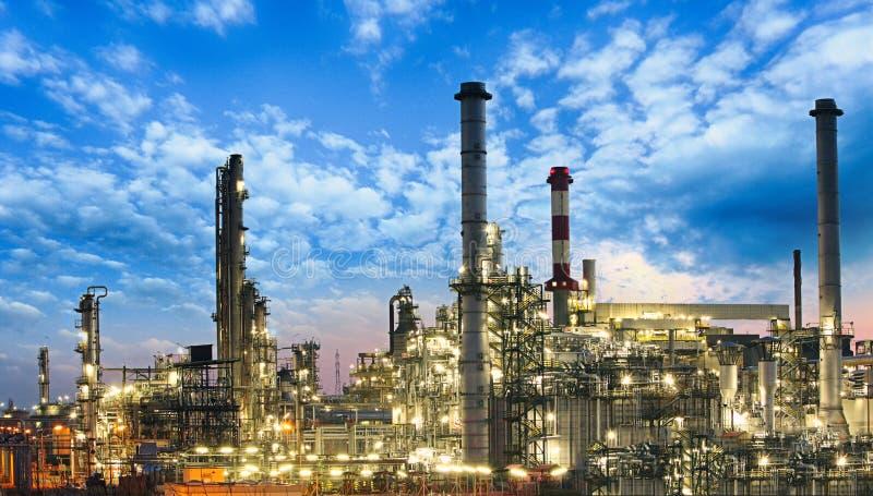 Olie en gas de industrie - raffinaderij, fabriek, petrochemische installatie stock foto's