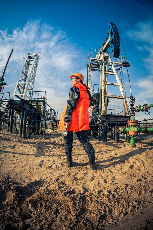 Olie en gas de industriearbeider royalty-vrije stock afbeeldingen