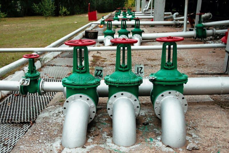 Olie en gas de kleppen van de pijplijn royalty-vrije stock afbeeldingen