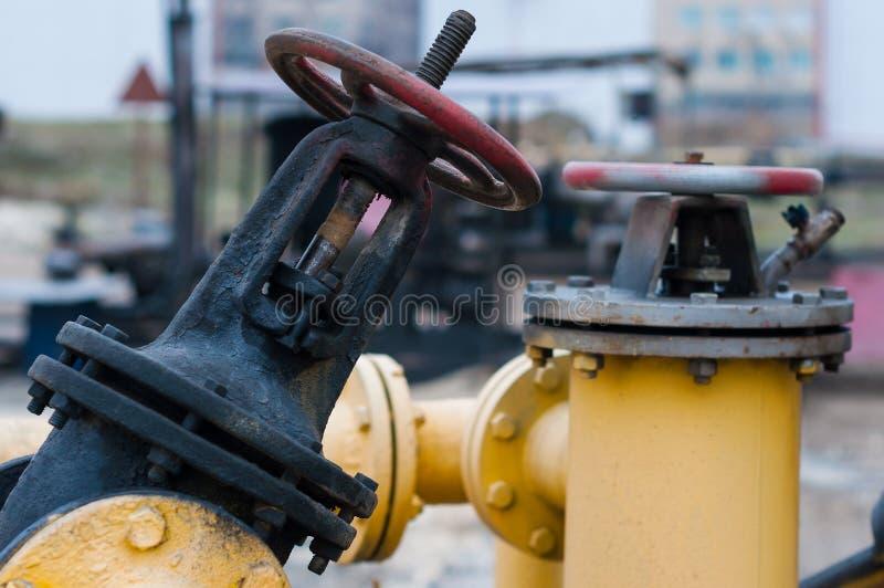 Olie en gas de kleppen van de pijplijn De industrieconcept stock foto's