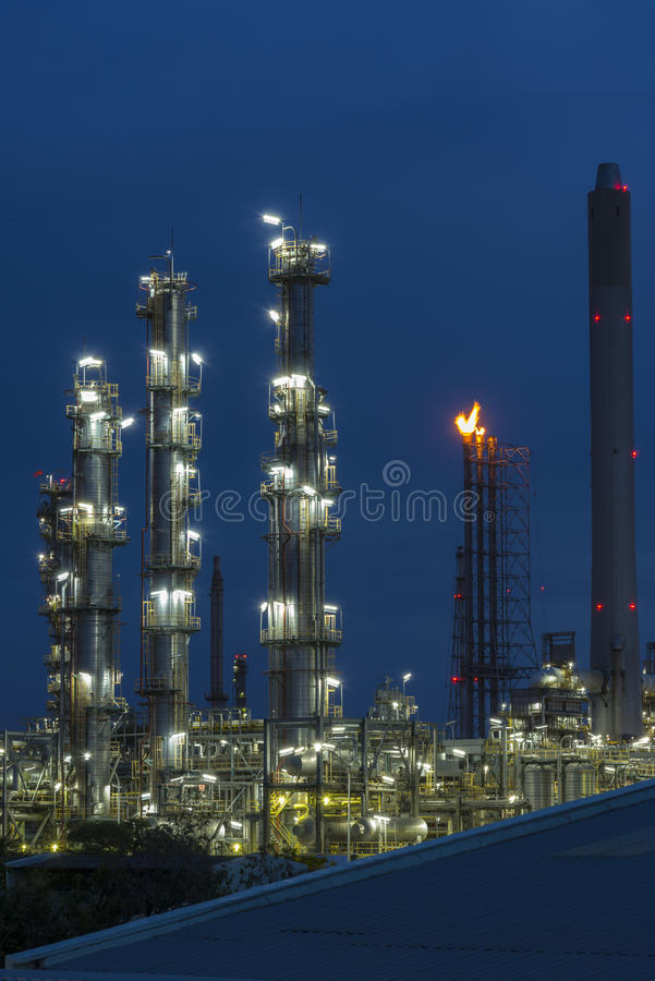Olie en Gas industriële raffinaderijinstallatie stock fotografie
