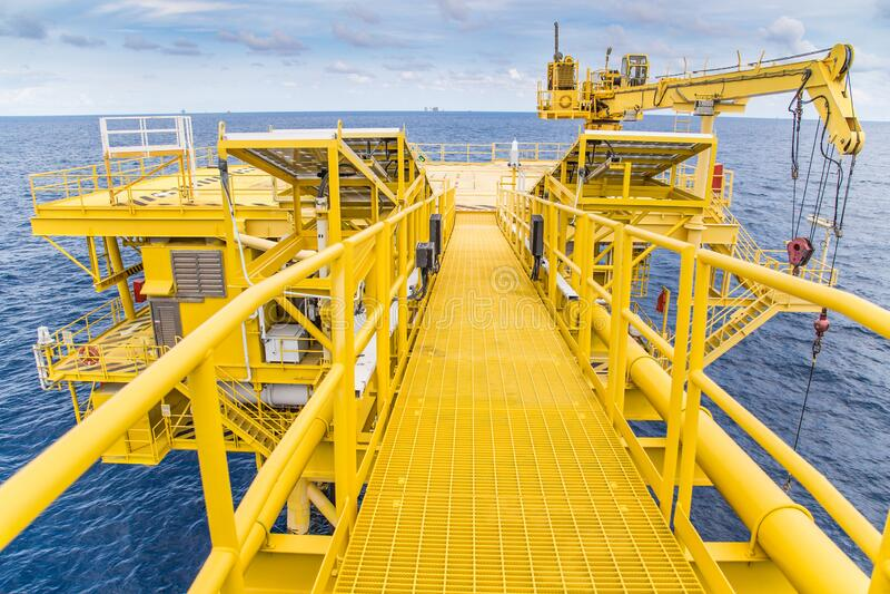 Olie- en gasboorputten in de Golf van Thailand produceren gascondensaat en worden naar het centrale verwerkingsplatform verzonden royalty-vrije stock foto
