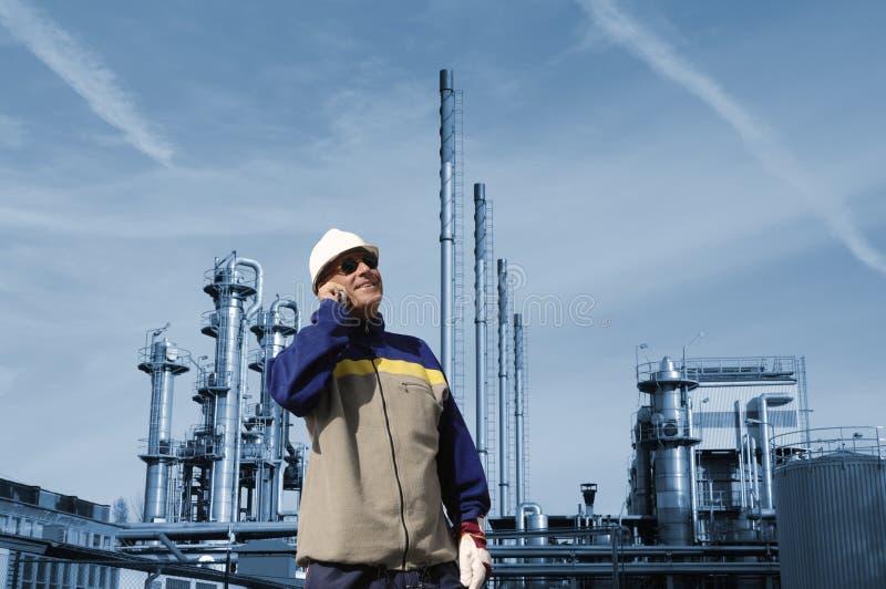 Olie, gas, brandstof en indsutry arbeider stock afbeelding