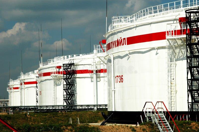 olie reservoir in de Fabriek van de Raffinage NORSI stock foto
