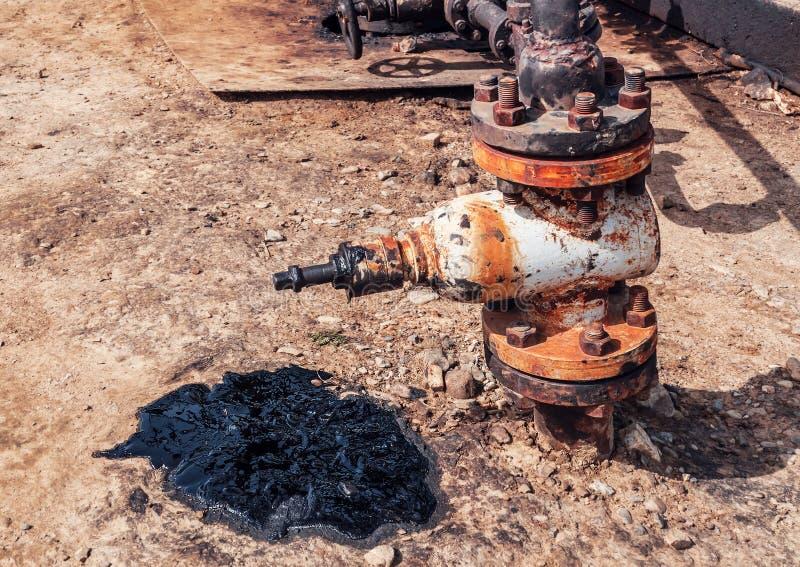 Oliemorserij en klep stock foto's