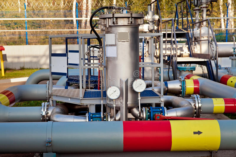 Olieopslag en pijpleiding royalty-vrije stock afbeelding