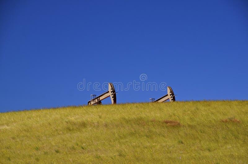 Oliepompen in westelijk Noord-Dakota stock fotografie
