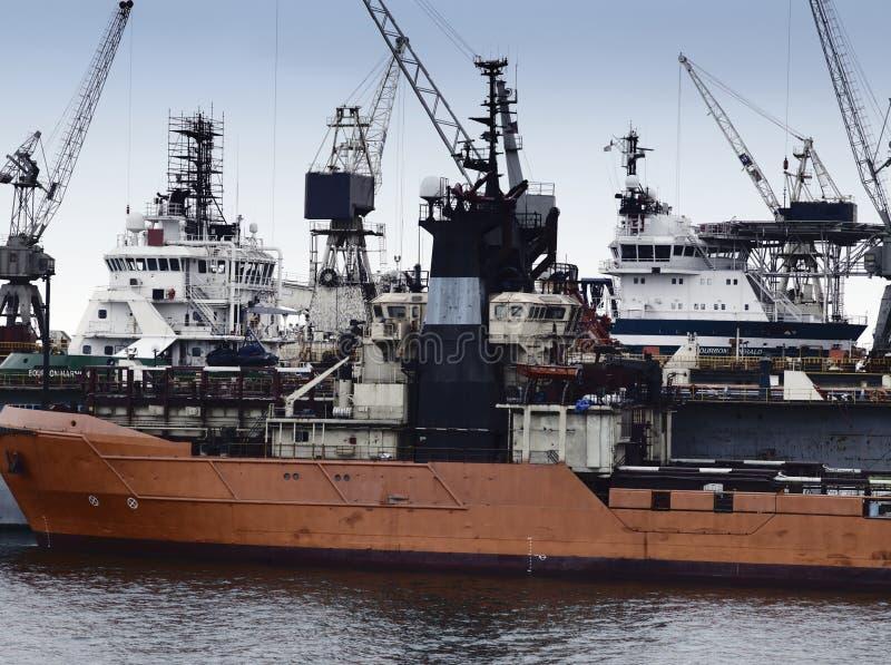 Olieproductieschepen en Leveringsschepen stock foto