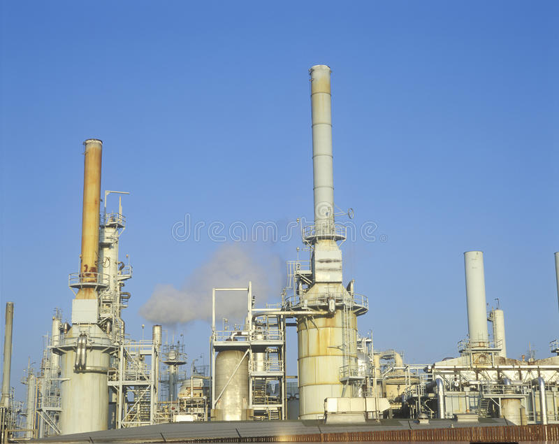 Olieraffinaderij in arco-Wilmington in Long Beach, CA stock afbeeldingen