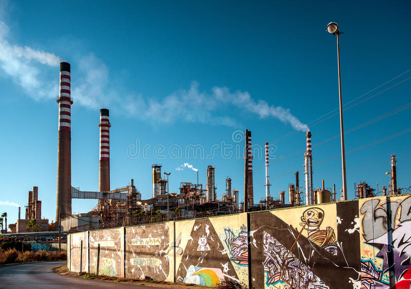 Olieraffinaderij die in Algeciras wordt gevestigd stock fotografie