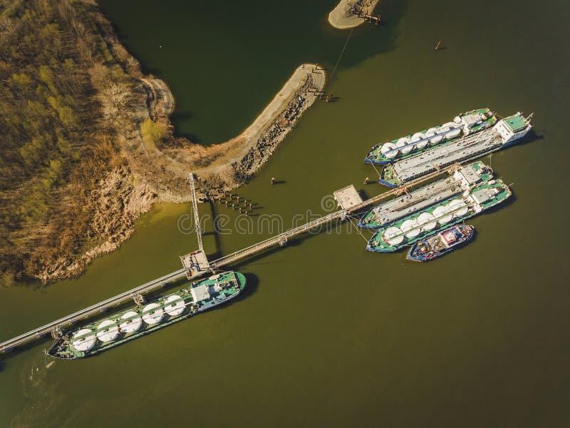 Olietanker op de Don rivier royalty-vrije stock foto's