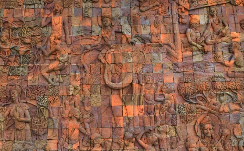 Olifanten en vrouwen concrete gravure op de muur royalty-vrije stock fotografie