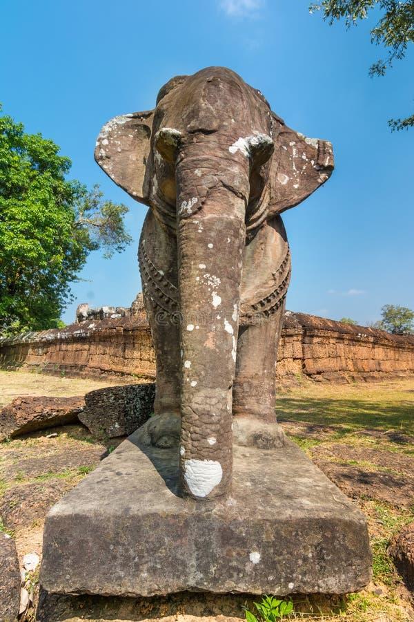 Olifantsstandbeeld bij Deel van Mebon van het Oosten, Angkor stock foto