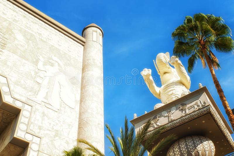 Olifantsstandbeeld bij het Hooglandwinkelcomplex in Hollywood, Cali stock foto