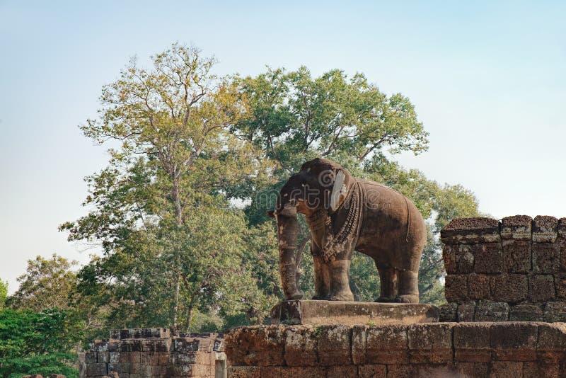 Olifantsstandbeeld in Oostelijke Mebon-tempel, Kambodja royalty-vrije stock foto's