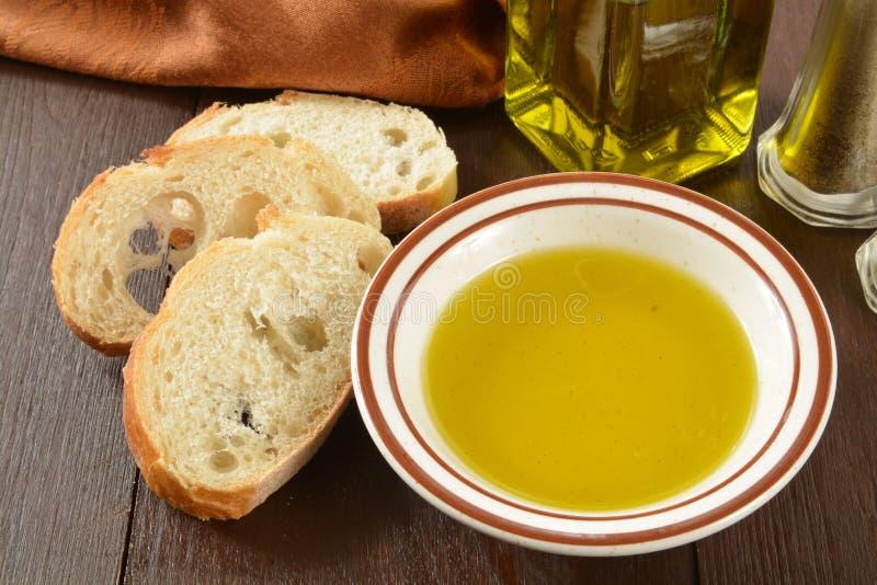 Olijfolie en brood stock fotografie