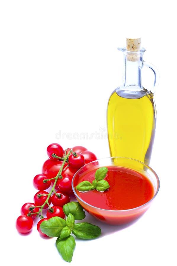 Olijfolie en tomatensaus stock afbeeldingen