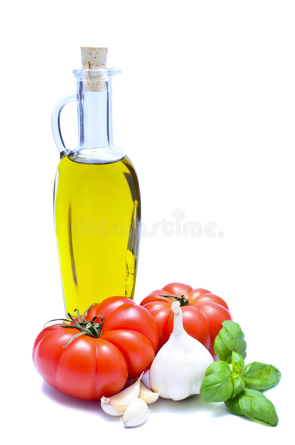 Olijfolie, tomaten, knoflook, basilicum stock foto