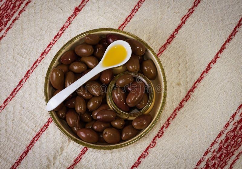 Olijven en olijfolie stock fotografie