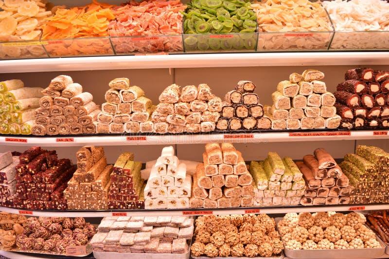 Olik blandad turkisk fröjd i en lagermarknad royaltyfri foto