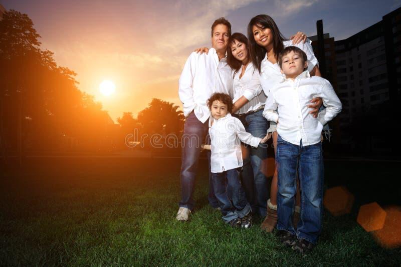 olik familj royaltyfria bilder