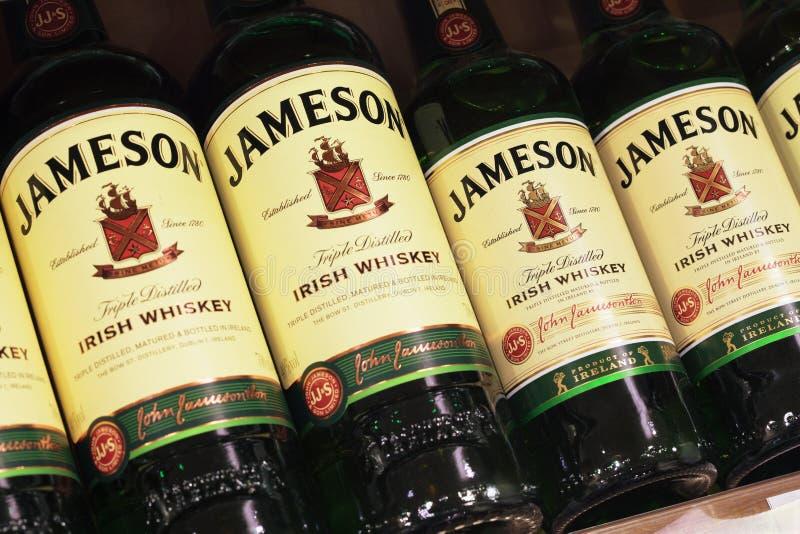 Olik flaska av Jameson Irish Whiskey royaltyfria foton