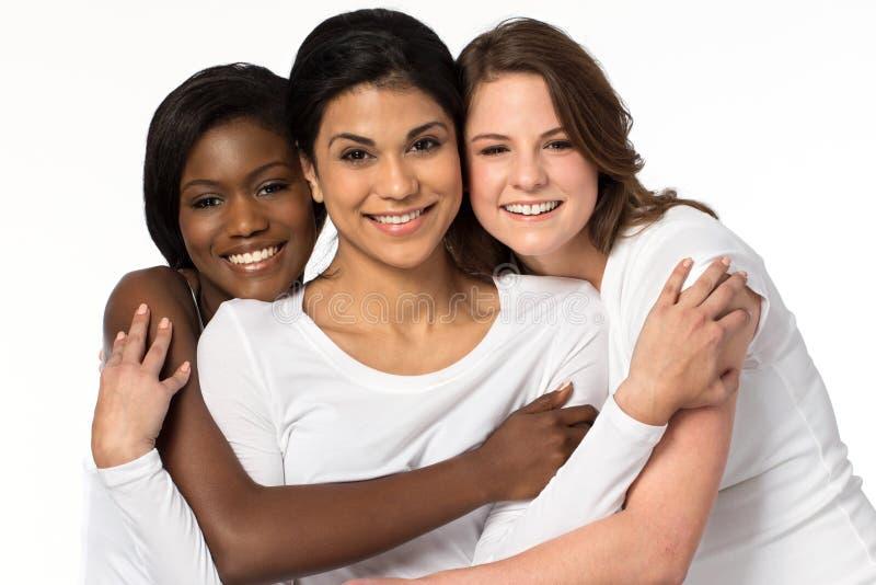 Olik grupp av att le för kvinnor royaltyfri bild