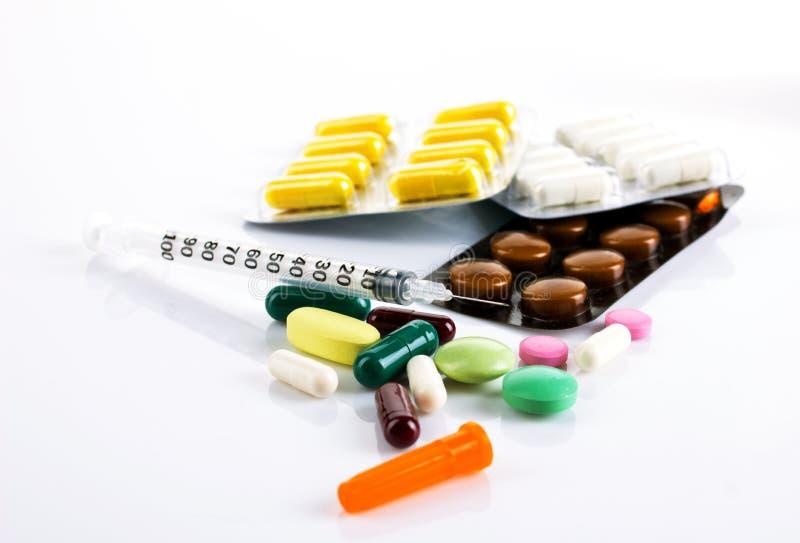Olik medikament och insulininjektionsspruta fotografering för bildbyråer