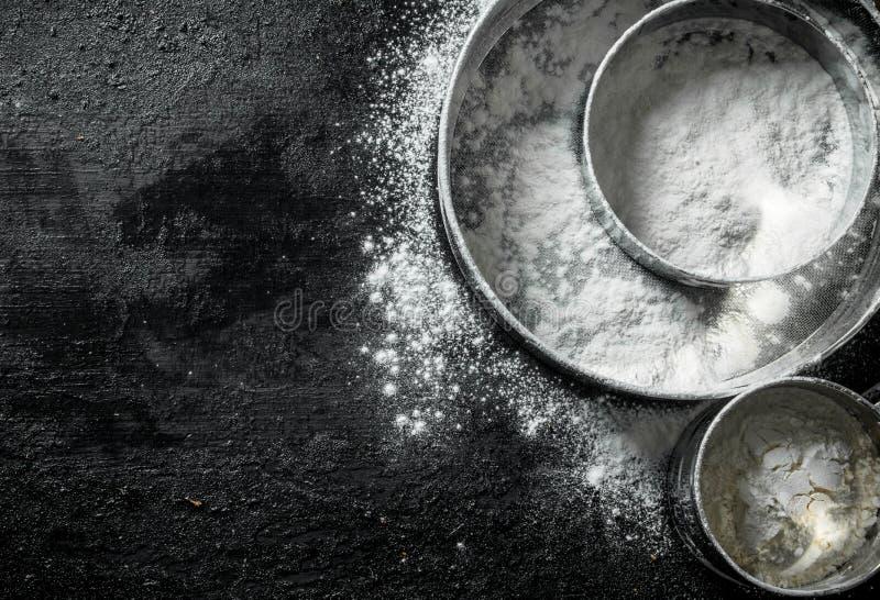 Olik sikt med mjöl arkivfoton