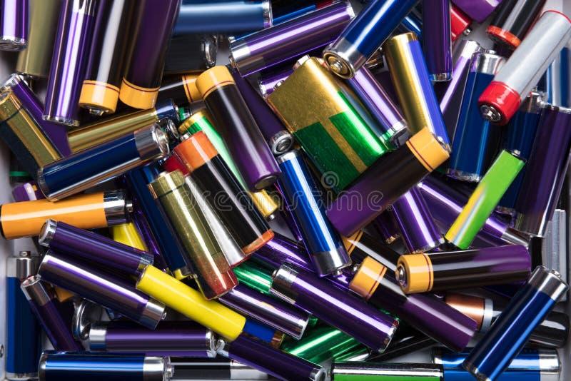 Olik typ av använda batterier arkivbilder