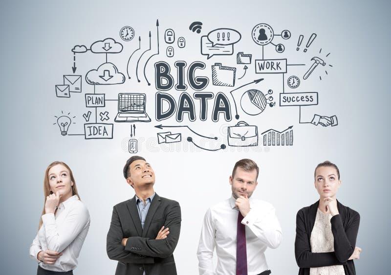 Olika affärsgruppmedlemmar, stora data fotografering för bildbyråer